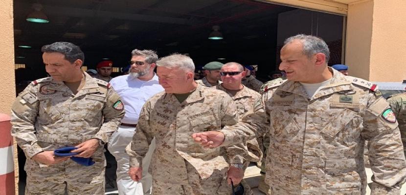"""قائد القيادة المركزية الأمريكية: سنعمل """"بدأب"""" لإتاحة المرور بحرية في الخليج"""