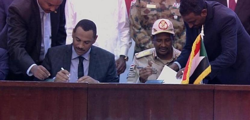 المجلس العسكري السوداني و قوى الحرية و التغيير يوقعان بشكل نهائي على وثيقتي الاتفاق السياسي و الإعلان الدستوري