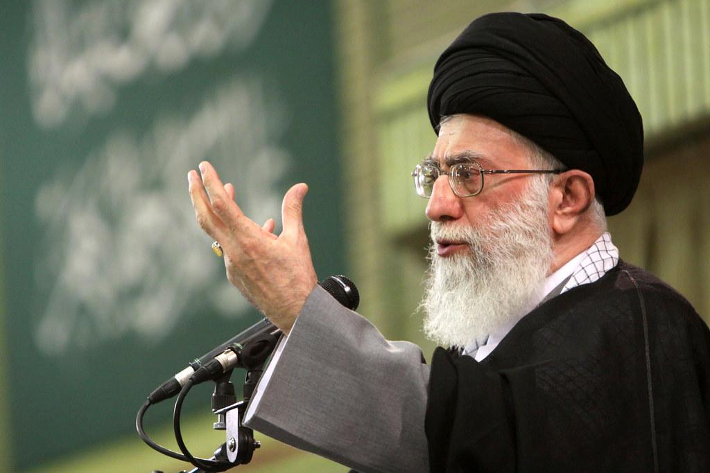 تلفزيون: خامنئي يقول صنع القنابل النووية واستخدامها حرام شرعا