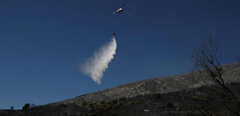 اليونان تكافح حريق غابات على جزيرة إيفيا