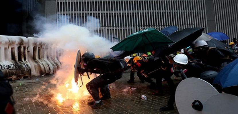 تصاعد المواجهات العنيفة بين المتظاهرين والشرطة فى هونج كونج