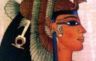 """سحر كليوباترا.. علماء يعيدون تركيب """"عطر"""" ملكة مصر"""