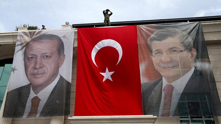 داوود أوغلو ينوي تأسيس حزب جديد في أول تحدّي لأردوغان