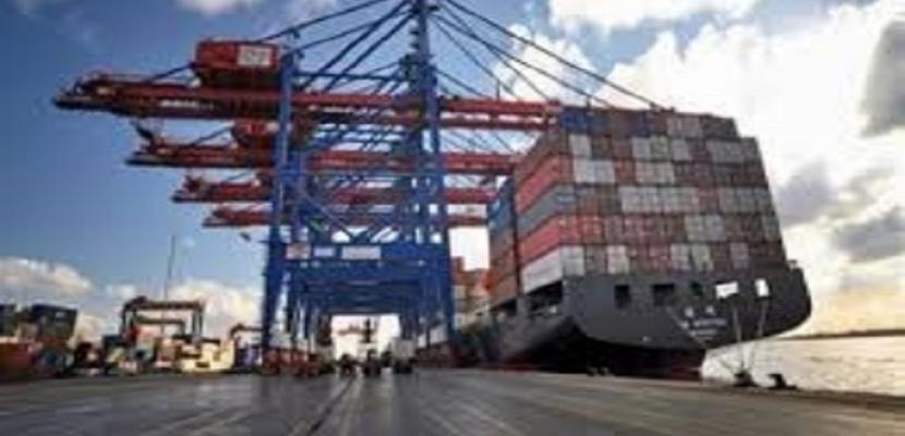 """""""الصادرات والواردات"""" 1.964 مليار دولار صادرات مصر غير البترولية خلال أغسطس الماضي"""