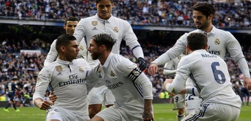 ريال مدريد يفوز على أوساسونا ويتصدر الدوري الإسباني