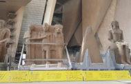 وصول قطع اثرية ضخمة إلى المتحف المصري الكبير تمهيدا لعرضها بالدرج العظيم