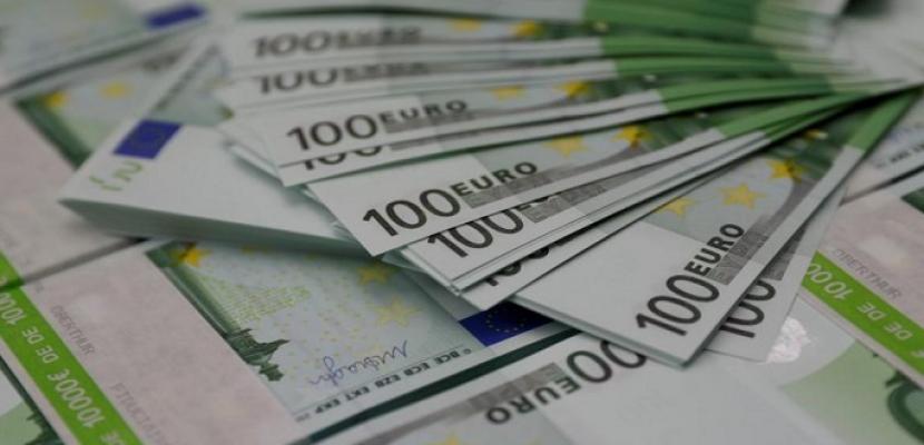 اليورو ينخفض لأقل مستوى في 28 شهرا