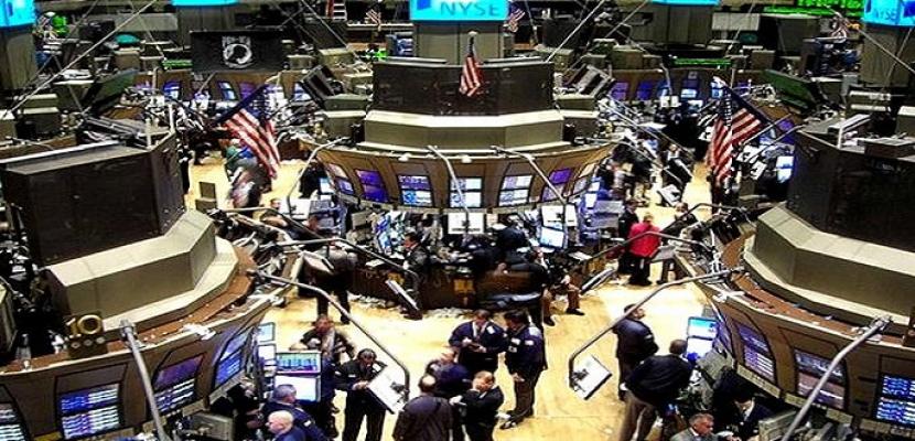 وول ستريت تفتح مرتفعة وتراجع مخاوف التجارة يعزز أسهم التكنولوجيا
