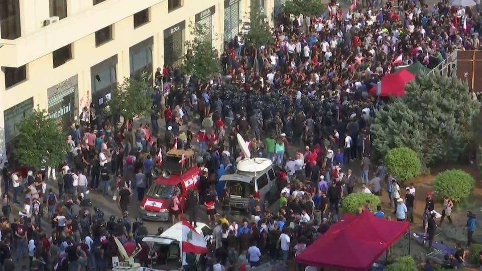 اشتباك بين الأمن وموالين لحزب الله  مع استمرار الاحتجاجات في لبنان