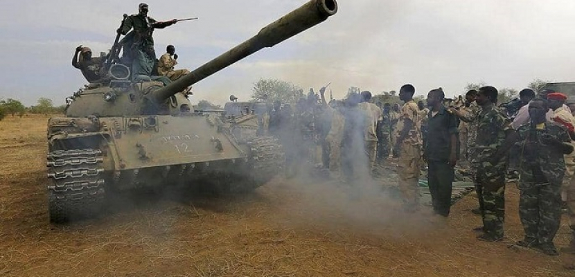 """الجيش السوداني يعلن عن """"تمرد"""" لعناصر في المخابرات وإغلاق المجال الجوي للخرطوم"""