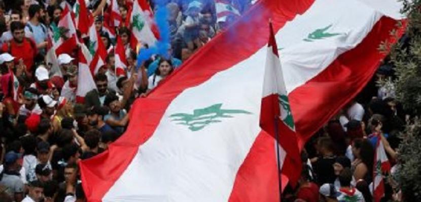 أجواء احتفالية خلال التظاهرات مع التمسك بمطلب رحيل السلطة الحاكمة فى لبنان