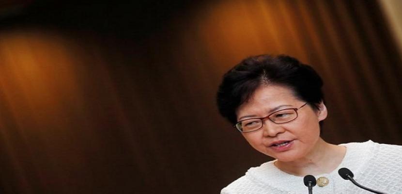 زعيمة هونج كونج تعلن حالة الطوارئ لإخماد العنف المتصاعد