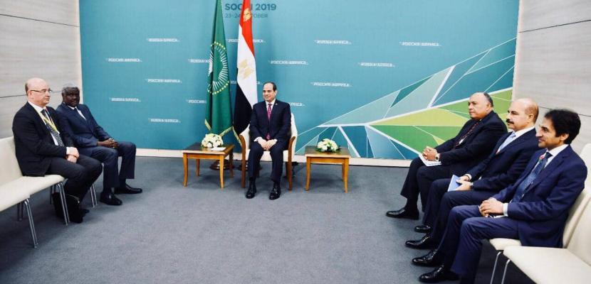 الرئيس السيسي يلتقي رئيس مفوضية الاتحاد الإفريقي بسوتشي الروسية