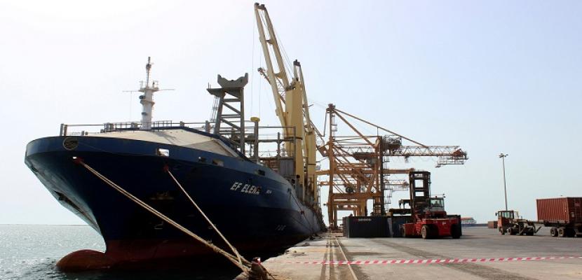 ميليشيات الحوثي تعرقل دخول 8 ناقلات وقود إلى الحديدة