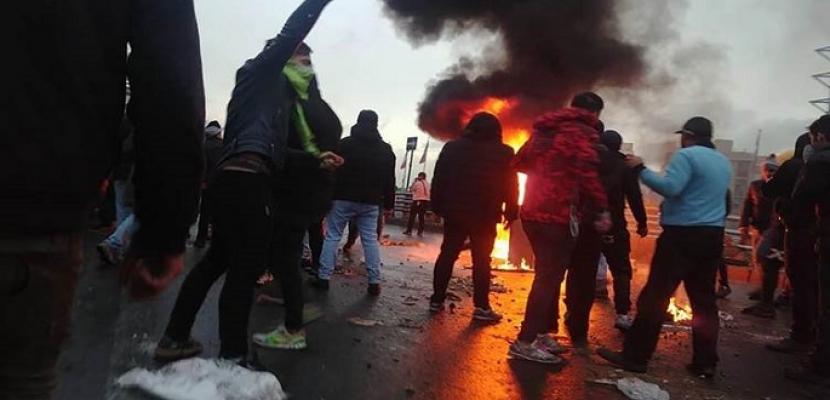 """احتجاجات إيران تتواصل والحرس الثوري يحذر من إجراء """"حاسم"""""""