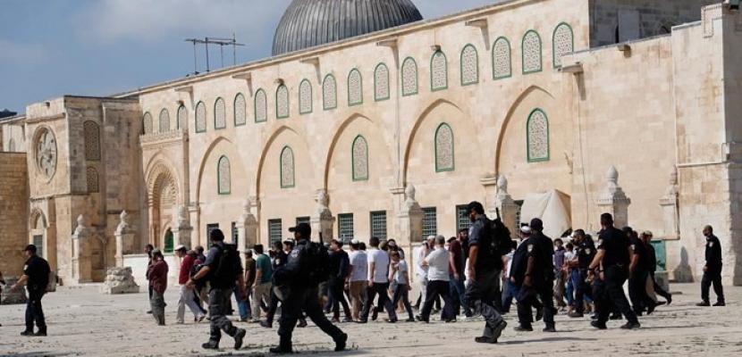 مستوطنون يقتحمون الأقصى وشرطة الاحتلال الإسرائيلي تدنس الجامع القبلي