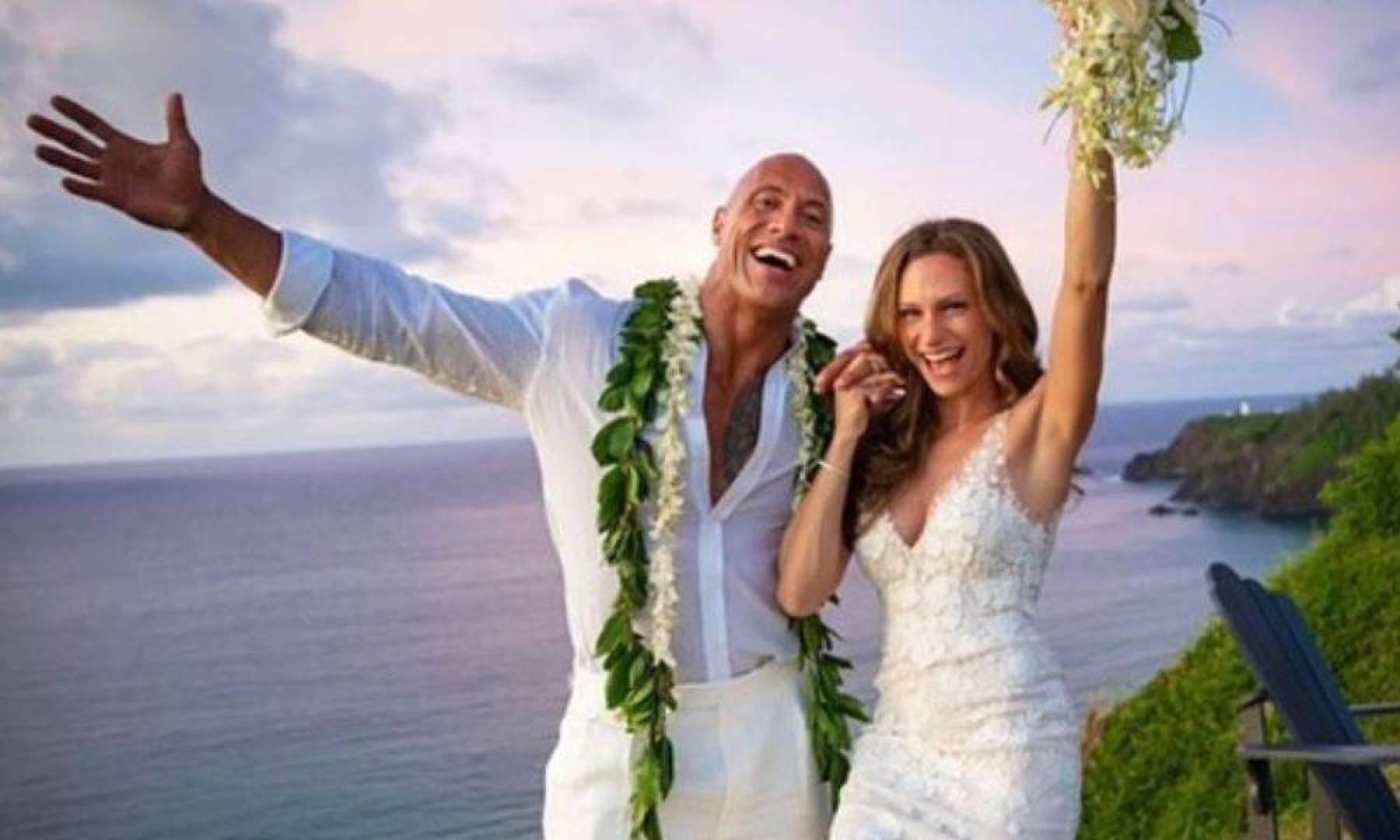 دواين جونسون يتزوج فى السابعة صباحا