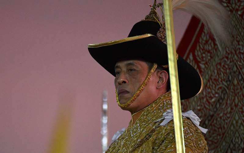 بموكب زوارق عبر بانكوك القديمة .. ملك تايلاند يستكمل عام التتويج