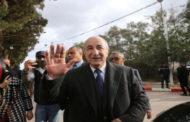 إعلان فوز رئيس وزراء الجزائر السابق عبد المجيد تبون بانتخابات الرئاسة