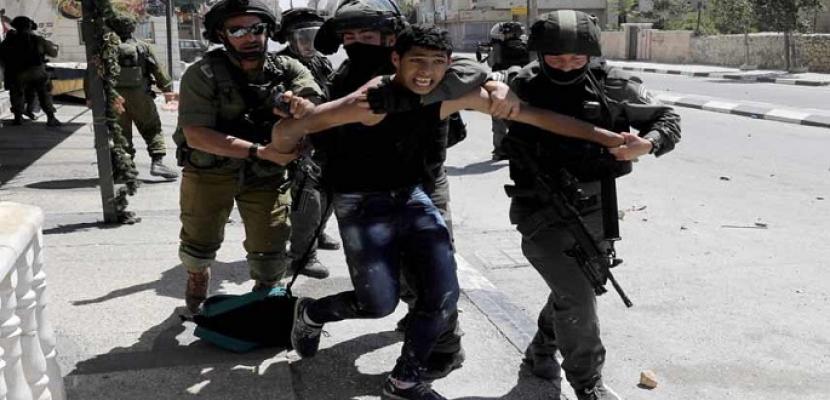 قوات الاحتلال الإسرائيلي تعتقل 12 فلسطينيا من الضفة الغربية