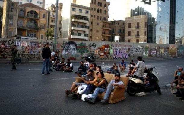 """متظاهرو لبنان يقطعون الطريق مجدداً رفضاً لـ """"الخطيب"""""""