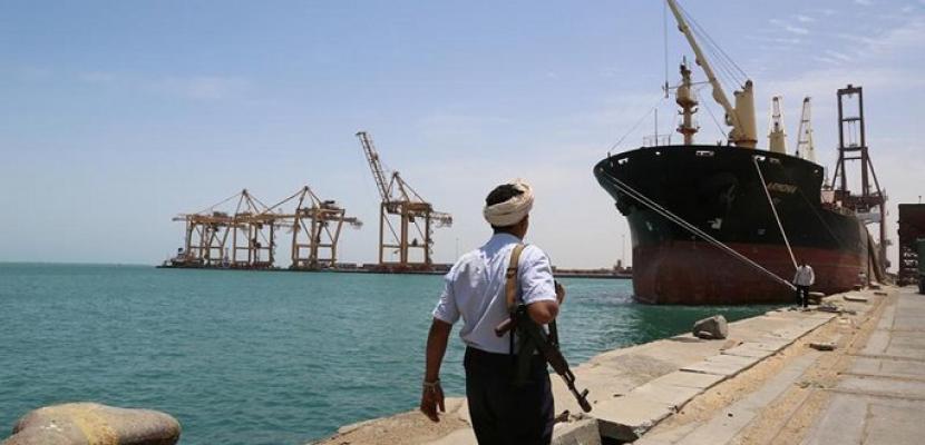 مسئول يمني: وصول أسلحة إيرانية إلى ميليشيا الحوثي عبر ميناء الحديدة