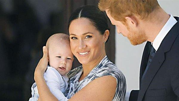 ميجان تعود إلى كندا والعائلة المالكة البريطانية تسعى لرأب الصدع