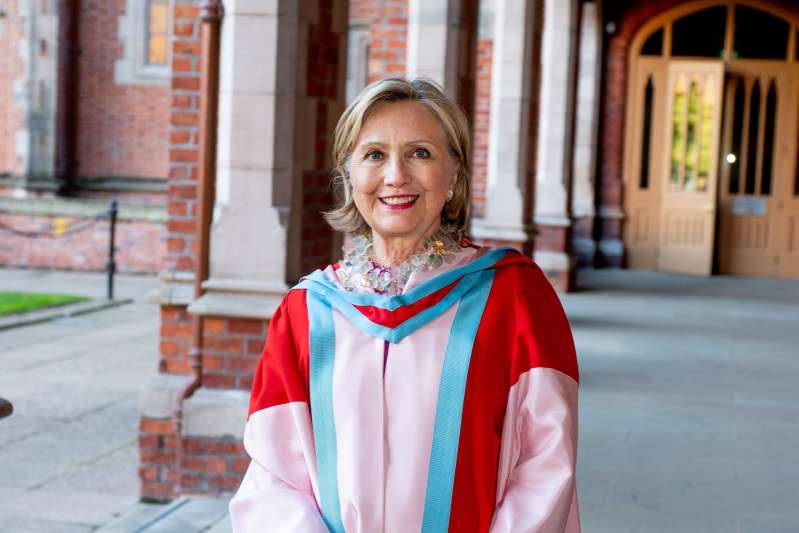 تعيين هيلاري كلينتون مستشارة لجامعة كوينز في بلفاست