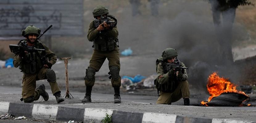 إصابة عشرات الفلسطينيين بالاختناق خلال اقتحام الاحتلال الإسرائيلي لبلدة في نابلس