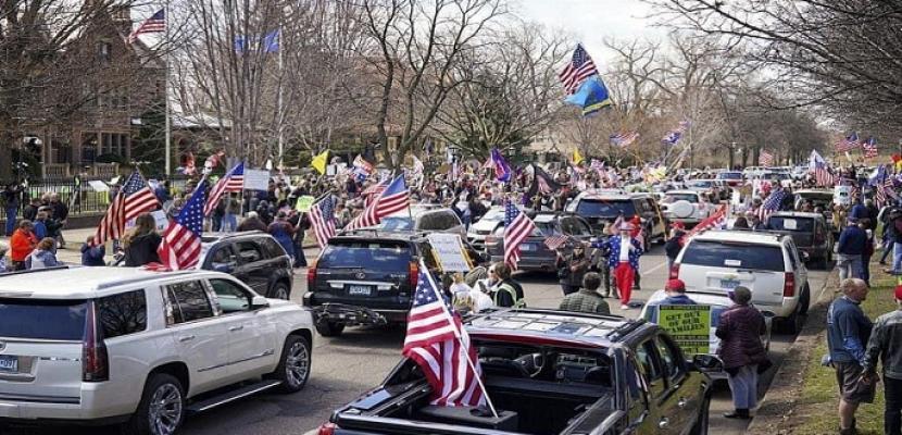 آلاف الأمريكيين يواصلون تظاهراتهم ضد أوامر البقاء بالمنازل