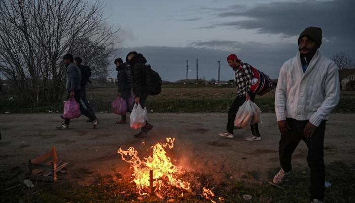 أردوغان يتجاهل أوجاع أوروبا من كورونا ويبتزها باللاجئين