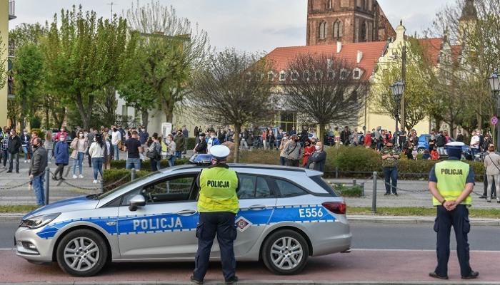 بولندا تعتقل 4 طاجيك متهمين بتجنيد إرهابيين لشن هجمات