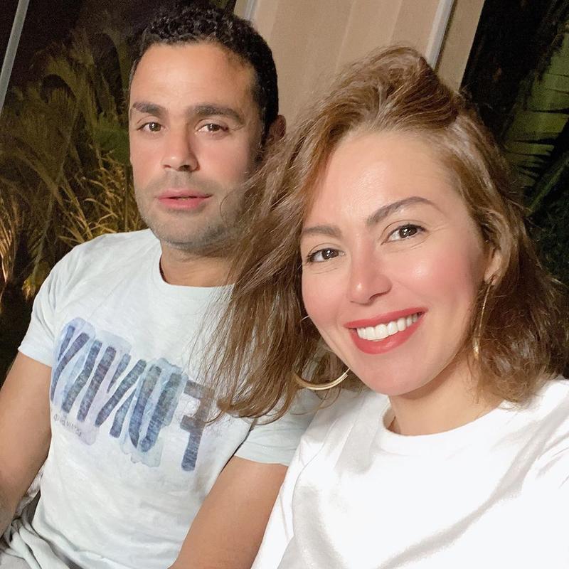 """لقاء الخميسي تطرد زوجها من البيت بسبب """"فيروس كورونا"""""""