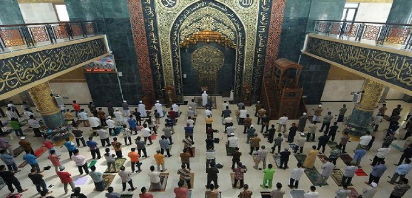 مساجد جاكرتا تقيم صلاة الجمعة لأول مرة منذ شهرين
