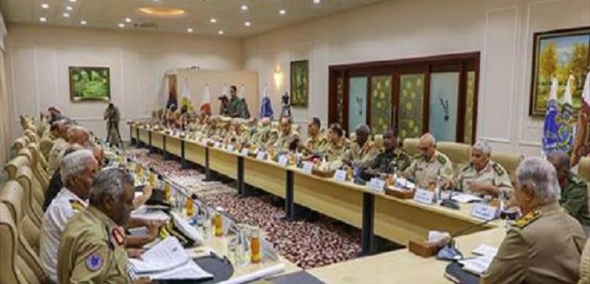 قائد الجيش الليبي يبحث مع رؤساء أركان ومديري القيادة العامة خطط المرحلة المقبلة