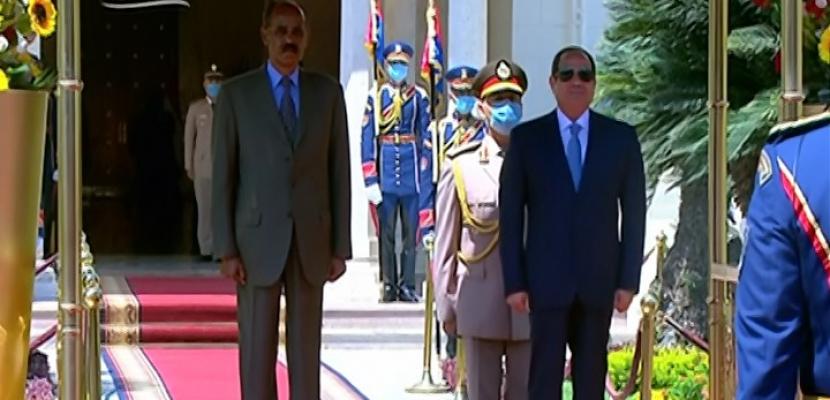 الرئيس السيسي يؤكد حرص مصر على تعزيز العلاقات وترسيخ التعاون الاستراتيجي مع إريتريا في شتى المجالات