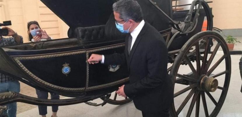 الآثار: الانتهاء من أعمال تجهيز ووضع القطع الأثرية داخل فتارين متحف المركبات الملكية