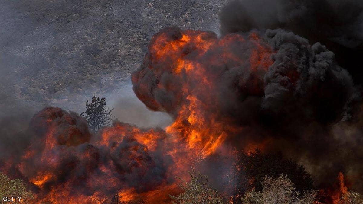حريق هائل يخلي مئات المنازل في كاليفورنيا