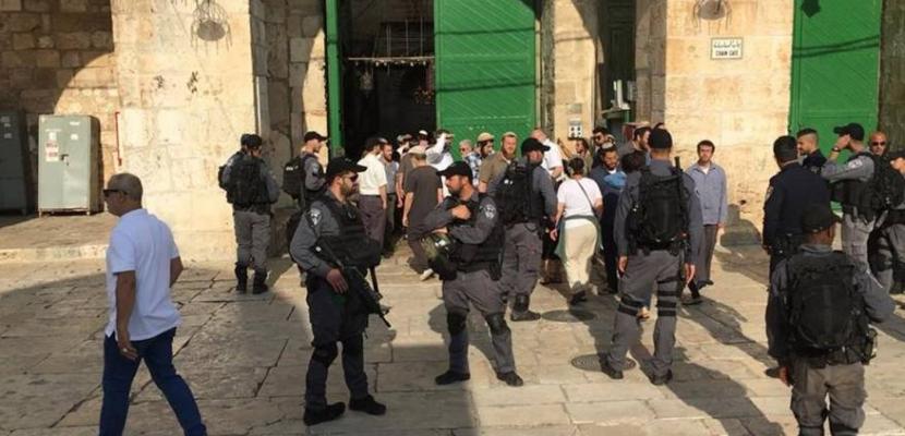 عشرات المستوطنين يقتحمون المسجد الأقصى بحراسة قوات الاحتلال