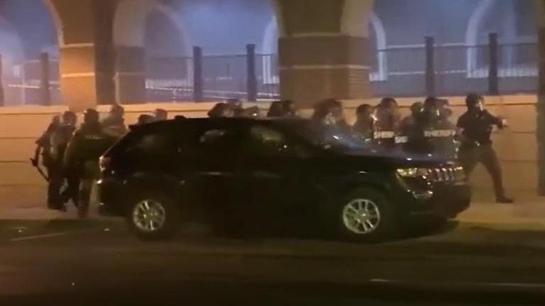اشتباكات في مدينة لانكستر الأمريكية بعد مقتل شاب أمريكي لاتيني على يد الشرطة