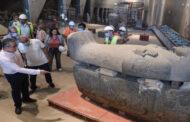 العناني يتابع اللمسات النهائية للعرض المتحفي بالدرج العظيم وقاعتي الملك توت عنخ آمون بالمتحف الكبير