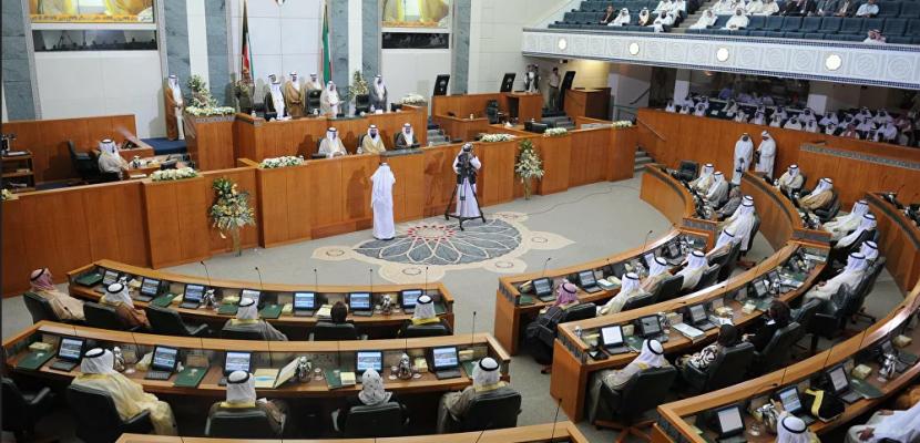الشيخ مشعل الأحمد يؤدي اليمين الدستورية وليًا لعهد الكويت