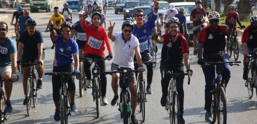 وزير الرياضة يقود ماراثون الدراجات بمناسبة احتفالات أكتوبر