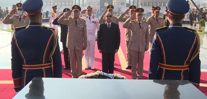 بالفيديو.. الرئيس السيسي يضع إكليلًا من الزهور على قبر الجندي المجهول.. ويترأس اجتماع المجلس الأعلى للقوات المسلحة