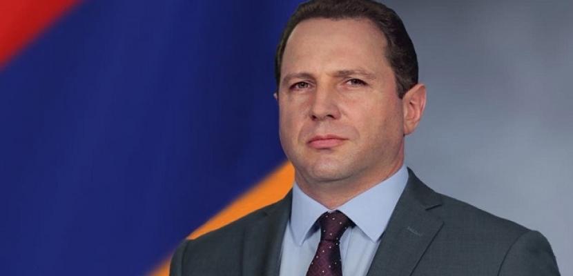 استقالة وزير الدفاع الأرمينى احتجاجا على تسليم مناطق بكاراباخ لأذربيجان