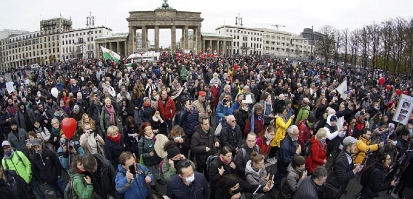 الآلاف يتظاهرون في برلين احتجاجاً على خطط ميركل لتشديد قيود كورونا