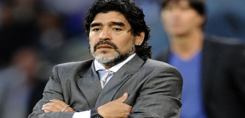 وفاة مارادونا أسطورة كرة القدم الأرجنتيني عن عمر 60 عاما