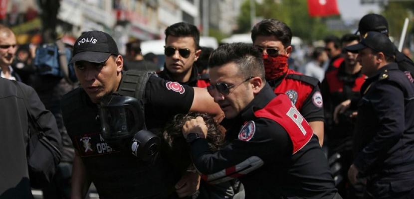 اعتقال 44 عسكريا تركيا بتهمة الانتماء لتنظيم كولن
