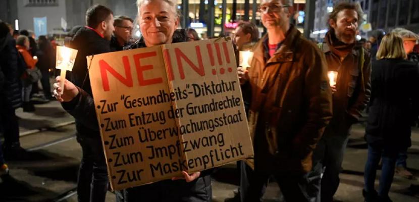 بايدن يعلن تشكيل خلية أزمة خاصة بكوفيد-19 وقيود وتظاهرات رافضة لها في أوروبا