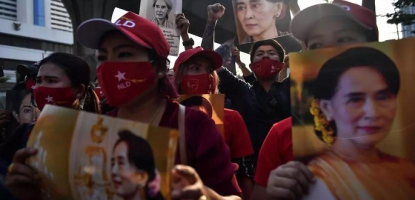 توجيه الاتهام إلى أونج سان سو تشي وتزايد الدعوات لعصيان مدني